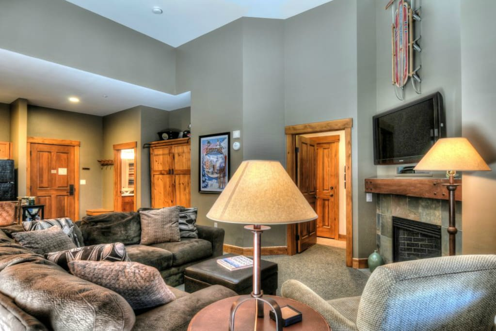 Spacious penthouse unit with vaulted ceilings
