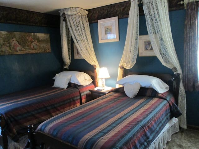 Empire Room, Rose Cottage B&B - Orange - Bed & Breakfast