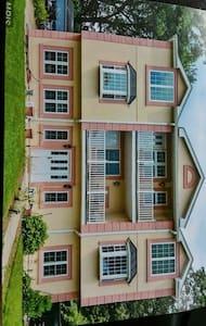 Elegant 7 bedroom  home - Lanham - Ház