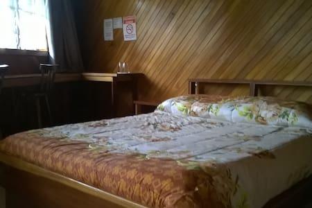 Hotel Cabinas Las Fresas/VolcànPoàs - Sabana Redonda/San Pedro Poàs - Bed & Breakfast