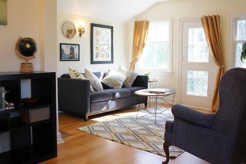 Cozy Craftsman Top Floor Apartment