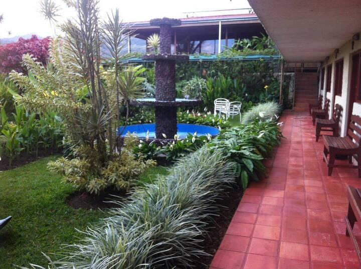 Hotel Tapanti Media de Orosi
