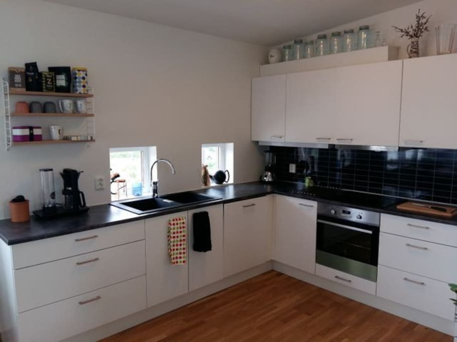 Kjøkken med åpen løsning mot stue