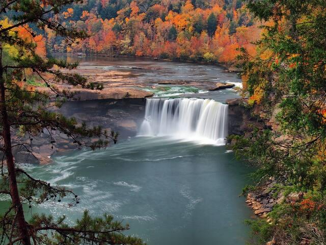 Autumn at Cumberland Falls, a 25 minute drive!
