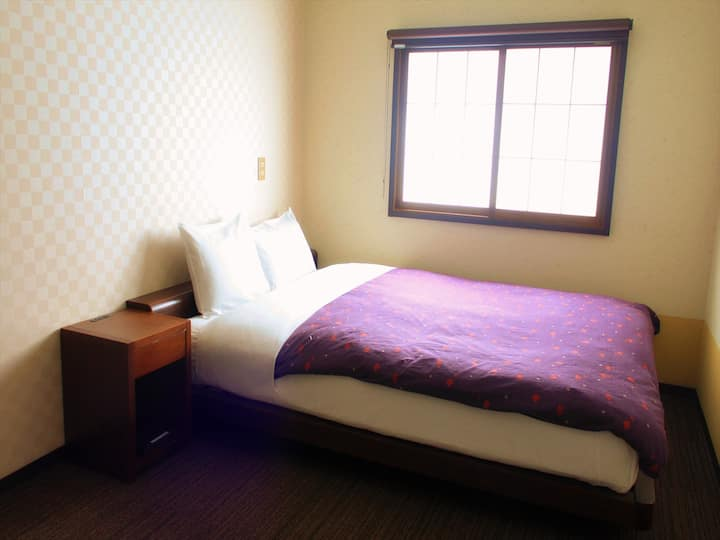 Private Double Room + Cozy Lounge & Clean Kitchen