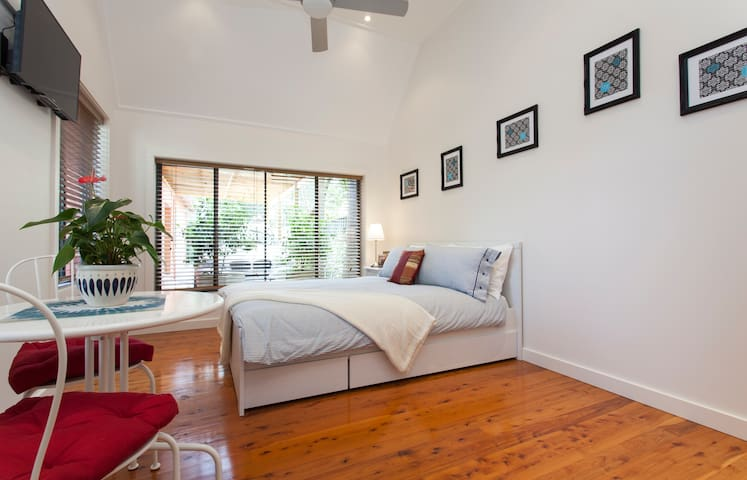 Private detached studio near Manly - Seaforth - Cabaña
