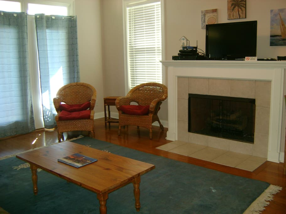 Tybee Getaway-Living room