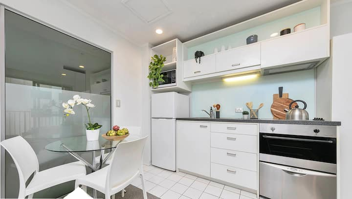 Minutes to Sky City! 2 bed/2bath, Clean & Modern!