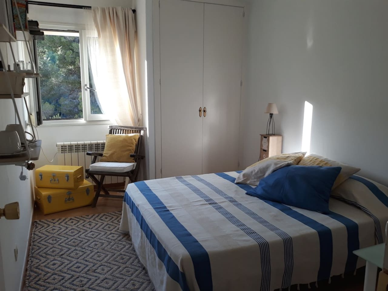 Bedoroom with double bed