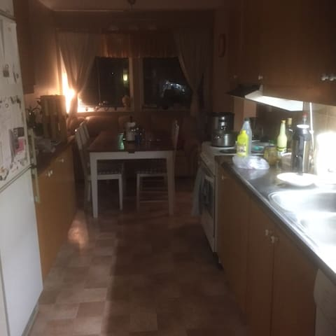 Peaceful and Furnished Single Room in House Share - Åstorp N - Appartement
