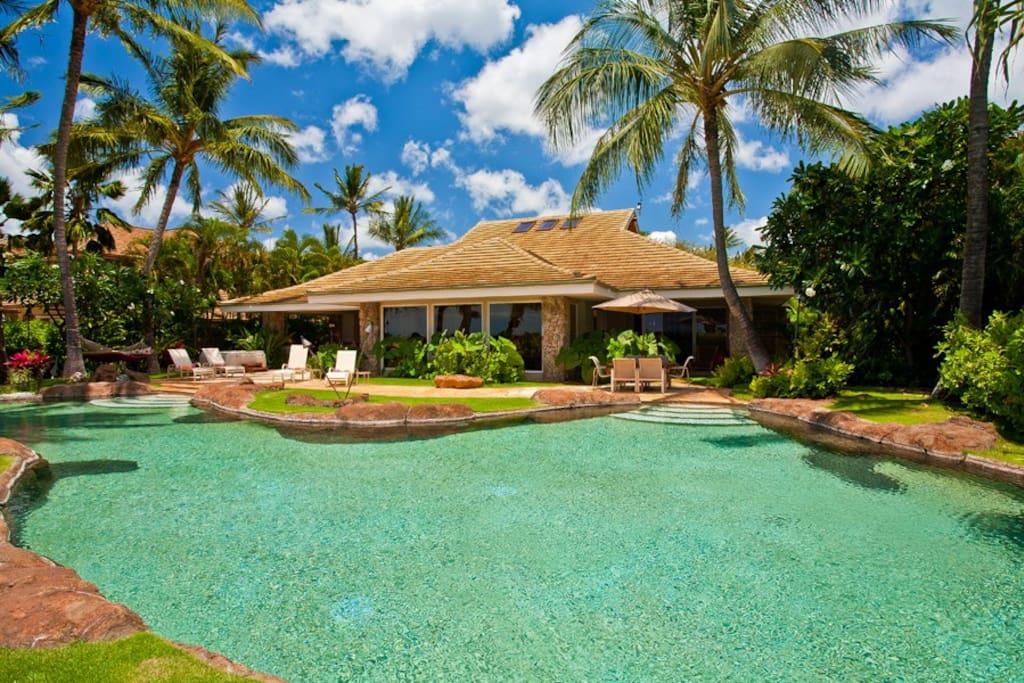 Lush Tropical Gardens with Lagoon Pool & Hot Tub