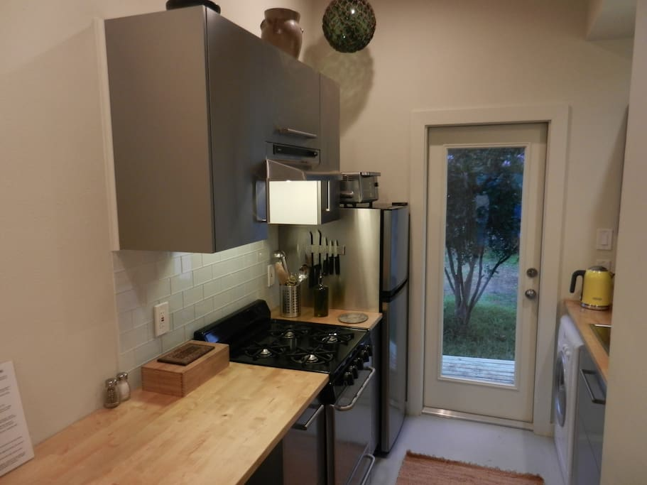 New and equipped kitchen