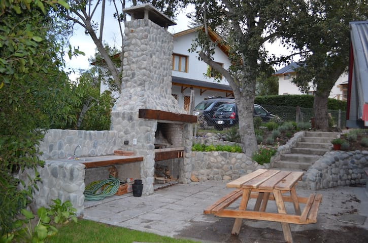 Modern cottage in national park - Villa La Angostura