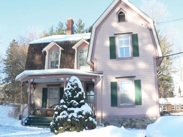 Charming Victorian cozy room - Great Barrington - Bed & Breakfast