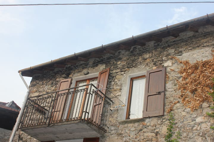 Lovely Flat in Picturesque Village - Plesio - Apartment