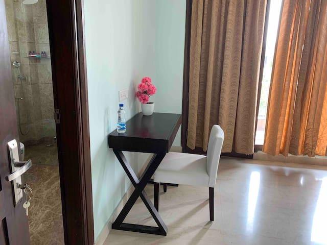 Luxury Family rooms3 km away from medanta Hospital