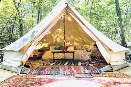 SundanceKC Lake & Woodland Glamping Retreat