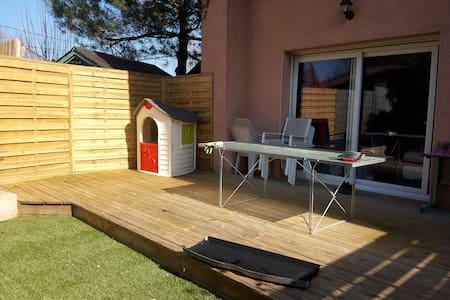 Top 20 ferienwohnungen in saint genix sur guiers for Amenagement petit jardin 80m2