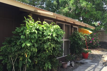 Private detached studio in Kailua Kona - Mauka - Kailua-Kona - Gjestehus