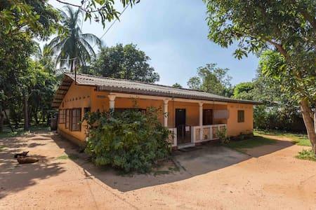Lakmal's Home - Trincomalee - Casa