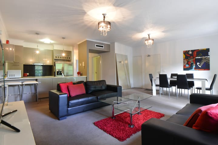 Paradise Location 3BD in Southbank