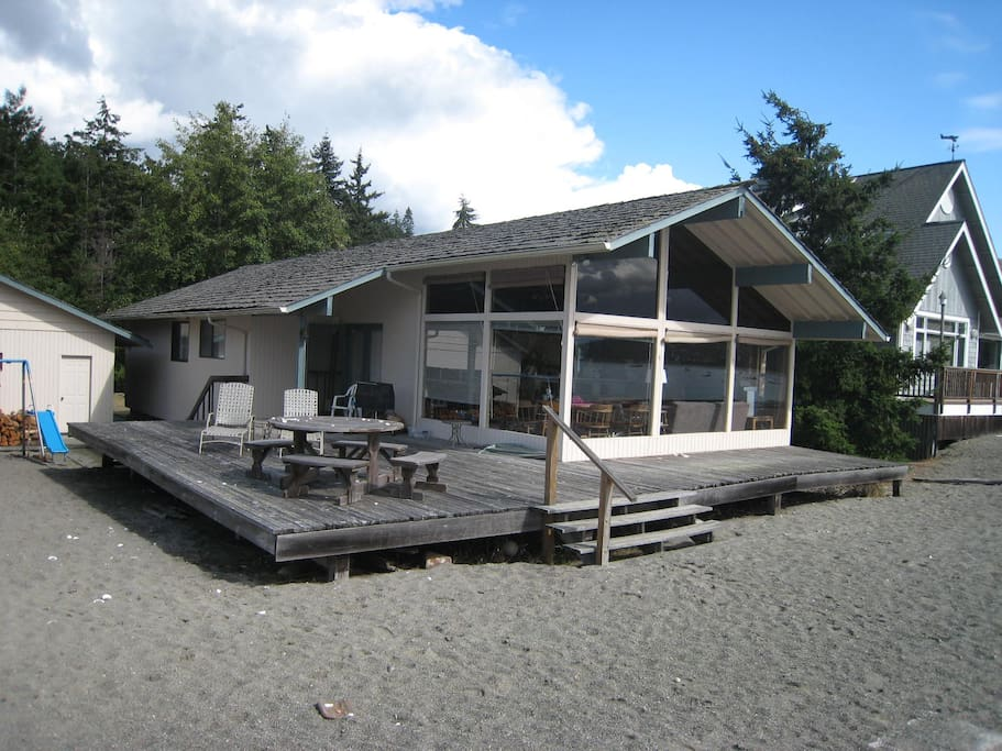 Nice large sunny deck. Now this deck is all new!
