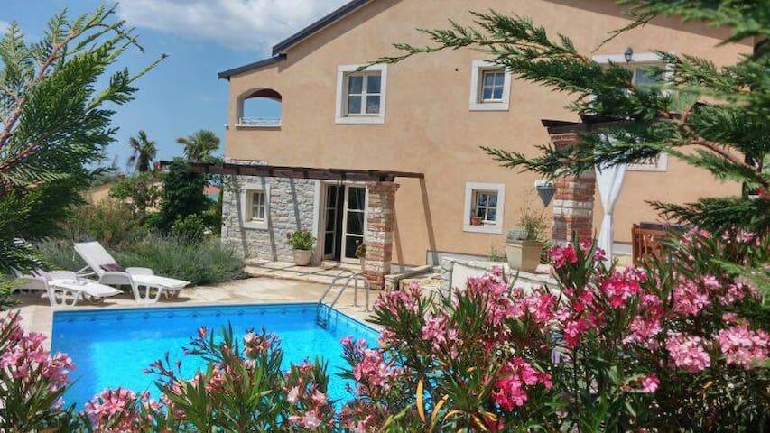 Schitterende Istriaanse Villa met prive zwembad - Mušalež - Huvila