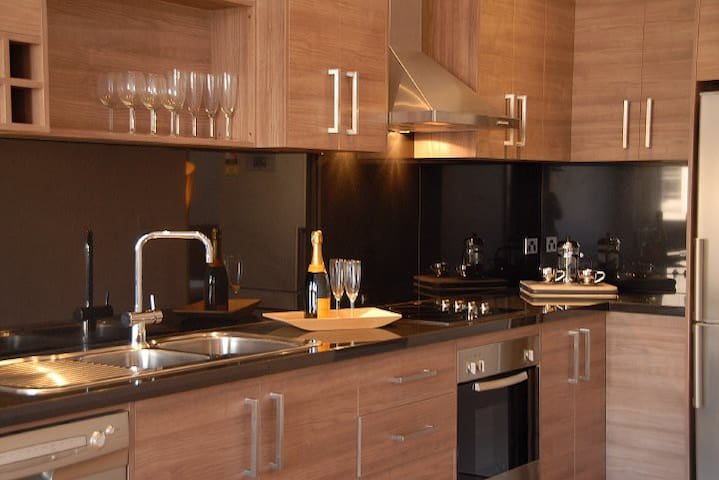 First Floor One B'room, Free Wi-fi & Breakfast - Albury - Apartment