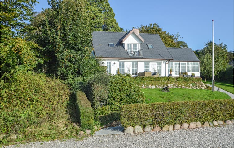 Holiday cottage with 3 bedrooms on 102m² in Kolding