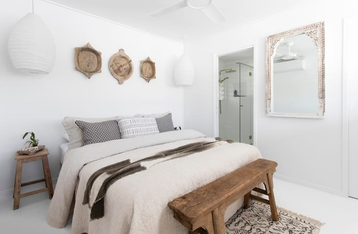 Vintage washed French linen and pure cotton hotel quality bedding welcomes you in all bedrooms including the Main bedroom here featuring King size bed, which can be reconfigured to two king single beds if you desire