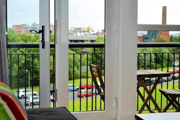 ☘️ MODERN 2 BEDROOM CITY APT BALCONY FREE PARKING ☘️