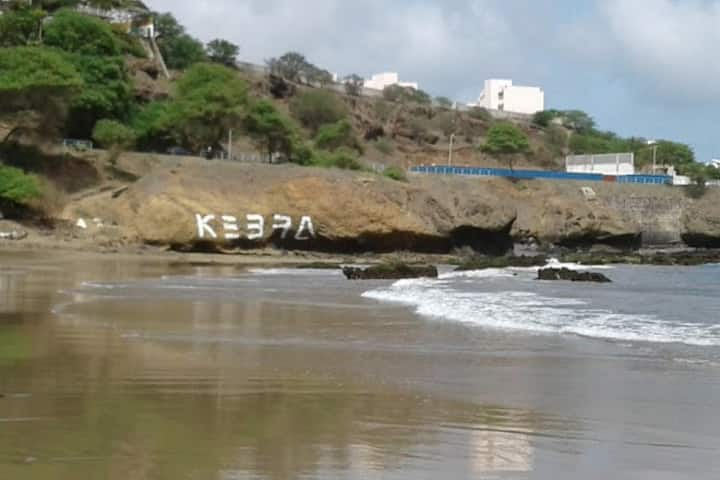 Suíte a 5 minutos a pé da praia de Quebra Canela