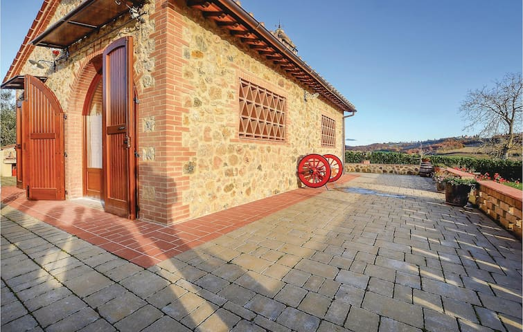 Holiday cottage with 2 bedrooms on 70 m² in Poggibonsi (SI)