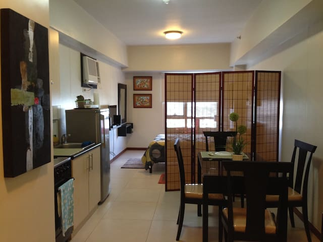 Upscale studio unit near Greenbelt - Makati City