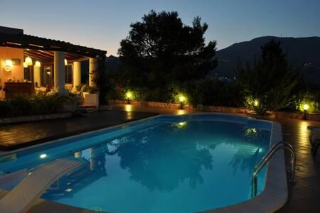 Casa con uso di piscina privata - Lipari - Villa