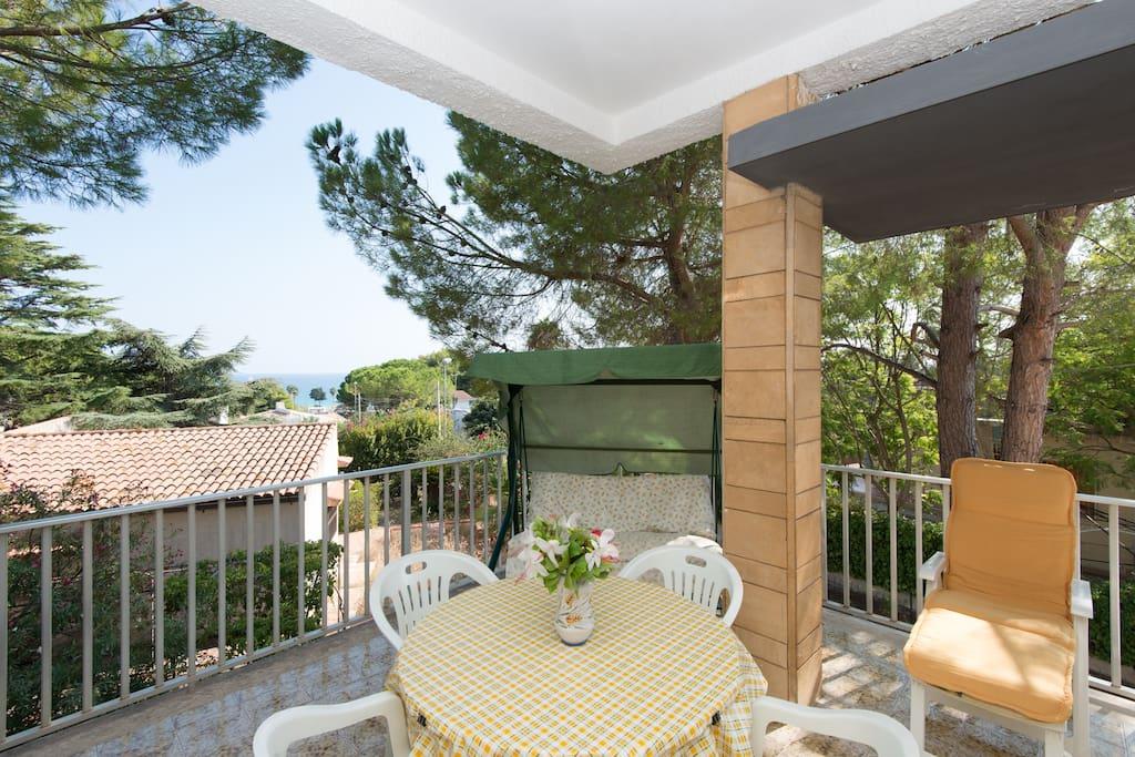 Casa 300 m dalla spiaggia case in affitto a fontane for Piani di casa con spazio di vita all aperto