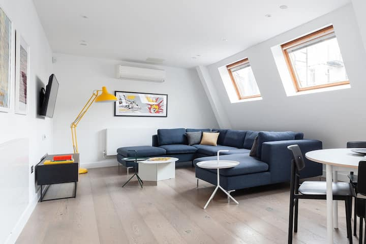 Huge Leicester Square 2BR - Netflix, Lift & AC