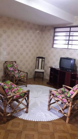 QUARTOS INDIVIDUAIS E DIVIDIDOS MOBILIADOS - Araraquara - Ház