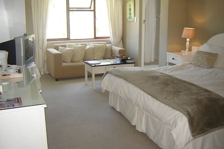 Point Lodge B&B - Lagoon Room - Knysna
