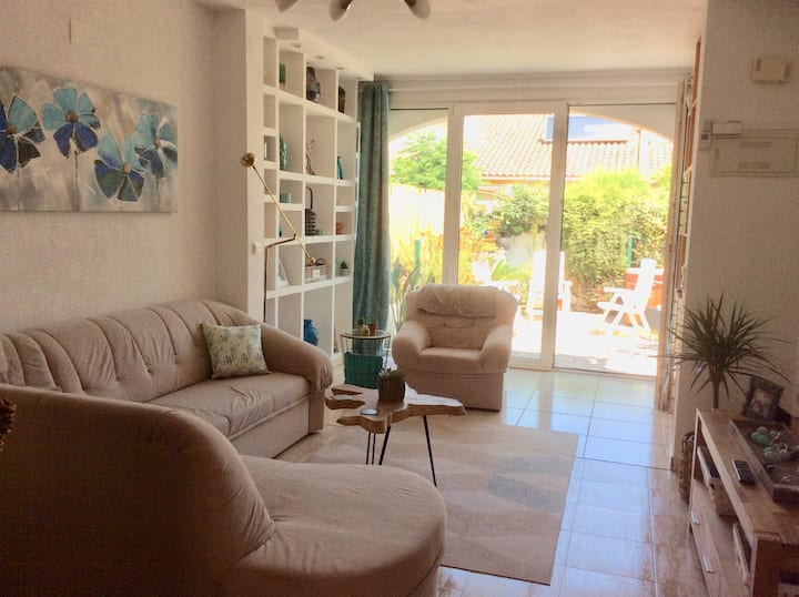 Stylish villa with private spa 500m from the beach