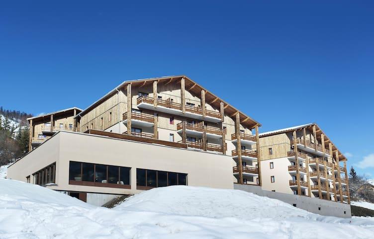 Appartement de Montagne avec un Balcon   Accès Piscine