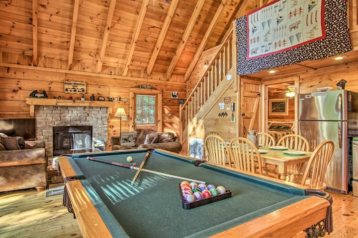 Rustic, Family Retreat w/Hot Tub, 3.5Mi to Parkway