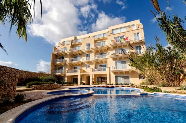 Gozo Pride Penthouse P1 Views/AC/Sauna/Shared Pool
