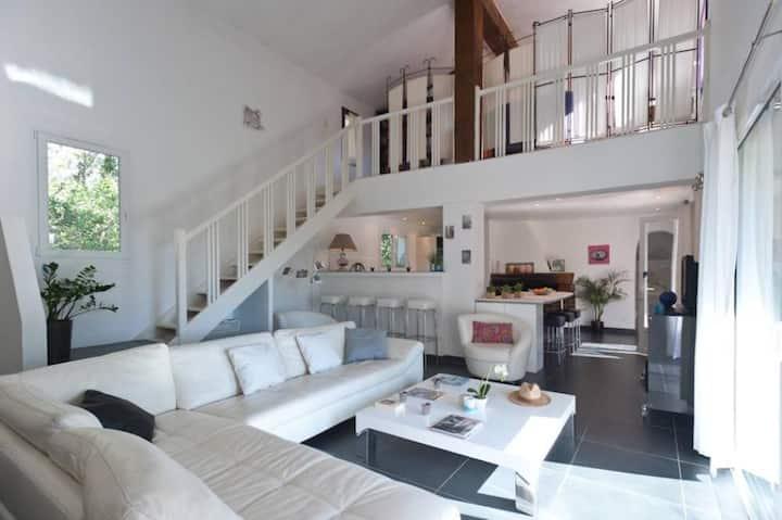 Villa spacieuse et isolée