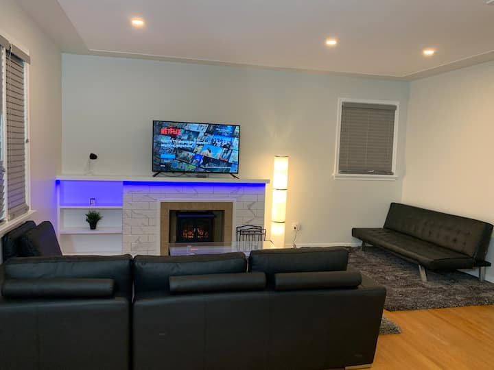 ⭐️60% OFF DT EDM | POOL TABLE | FAST WIFI |Dog Park