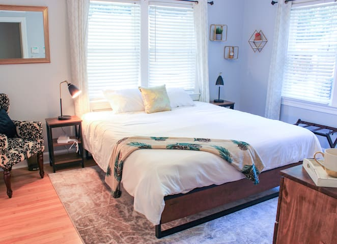 Master bedroom with en suite bathroom will make you feel right at home