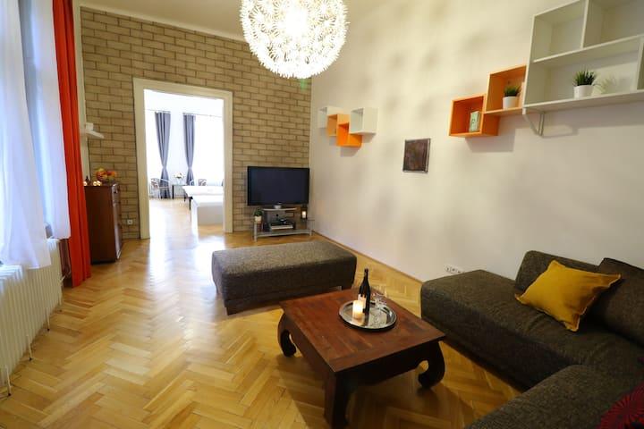 Spacious Stylish 2BDR Apartment