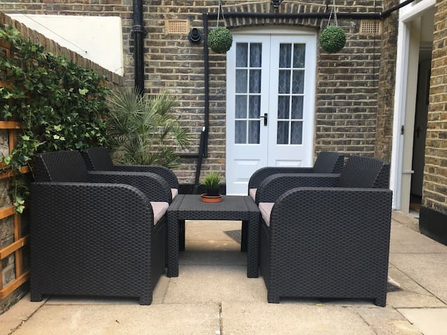 AMAZING GARDEN FLAT IN SOUTH BANK - London - Apartment