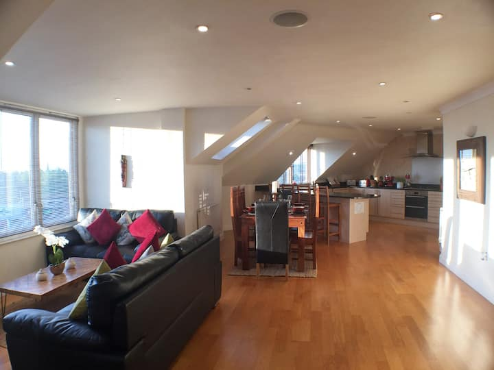 Exeter City Centre Penthouse - Sleeps 6