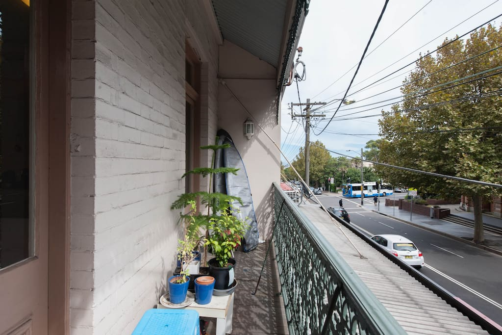 The apartment is perfectly located in the heart of one of the most popular areas in the eastern suburbs only 10 minutes walk from famous Coogee beach with shops, restaurants and leisure  and public transport to anywhere literally at your doorstep.
